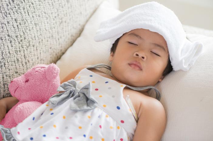 gangguan demam scarlet pada anak, si kecil mengalami demam