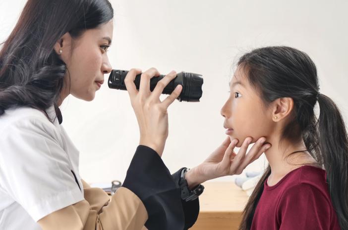 Cegah Retinoblastoma Sejak Dini, Anak Harus Rutin Cek Mata