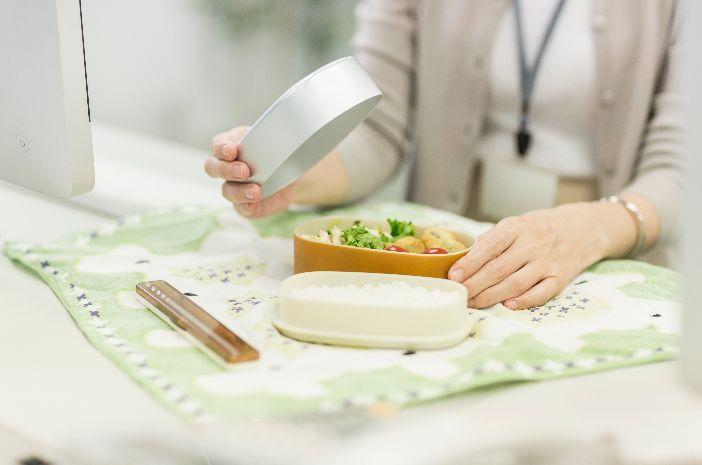 Masuk Kantor Setelah Liburan, Coba 7 Cara Diet Sehat Ini
