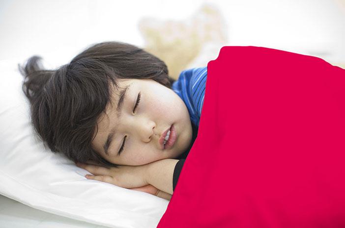 Anak-Anak Lebih Rentan Alami Gangguan Tidur Berjalan, Benarkah?