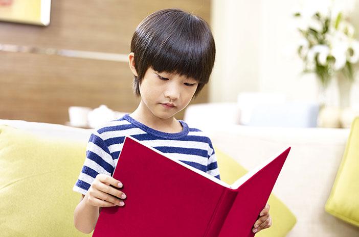 Manfaat Baca Buku untuk Tumbuh Kembang Anak