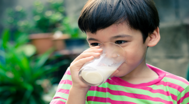Ini Manfaatnya Jika Anak Minum Susu Secara Rutin