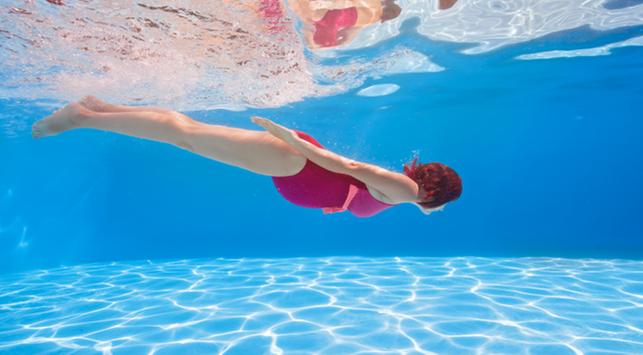 Lebih Rileks dan Sehat dengan Berenang Saat Hamil