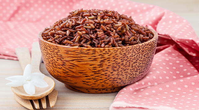 rahasia turunkan berat badan dengan beras merah rh halodoc com