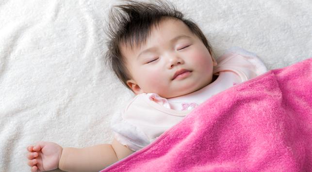 Tidak Perlu Bantal, Ini Alasan Newborn Tetap Nyaman