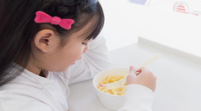 Tips Atasi Anak yang Lebih Suka Jajan daripada Makan di Rumah