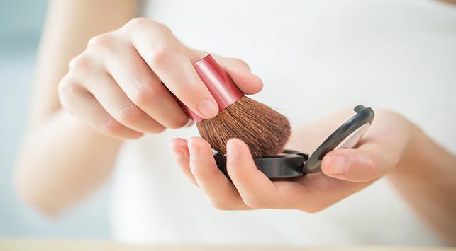 10 Tips Makeup yang Aman Saat Hamil