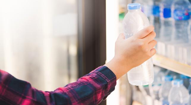 Ramai Temuan Mikroplastik dalam Air Minum Kemasan