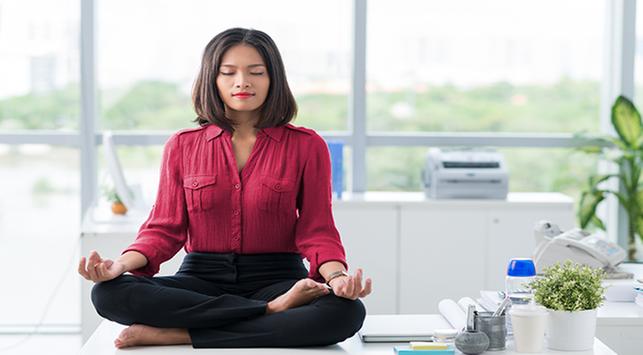 6 Gerakan Yoga yang Bisa Dilakukan di Kantor