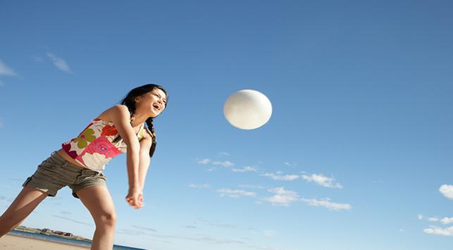 5 Jenis Olahraga yang Bisa Dilakukan di Pantai