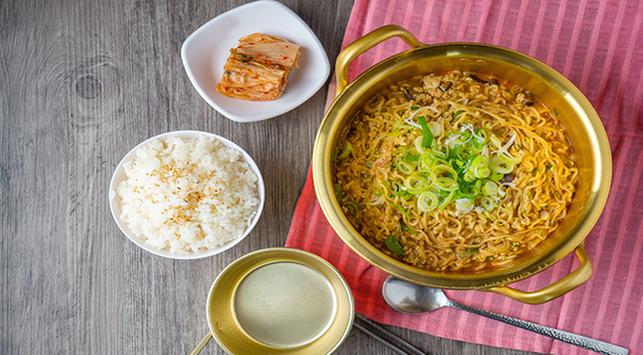 Mana yang Lebih Bikin Gemuk: Mi Instan atau Nasi?