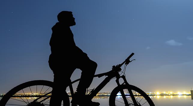 5 Mitos Bersepeda pada Malam Hari yang Tak Banyak Diketahui