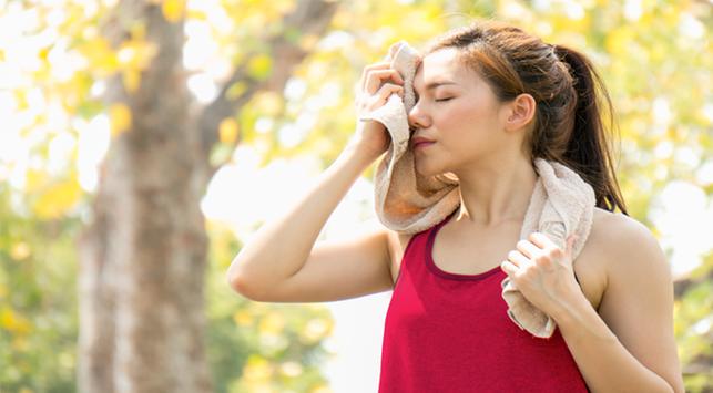 5 Alasan Kenapa Seseorang Mudah Berkeringat