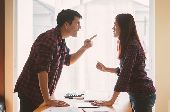 tips menjaga hubungan suami istri, masalah suami istri, mengatasi suami keras kepala, menjaga hubungan harmonis