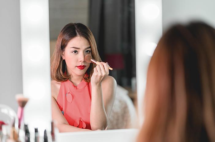 8 jenis make up yang mesti ada di dalam tas