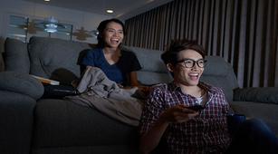 Nonton Film Komedi Ternyata Bisa Menghilangkan Stres