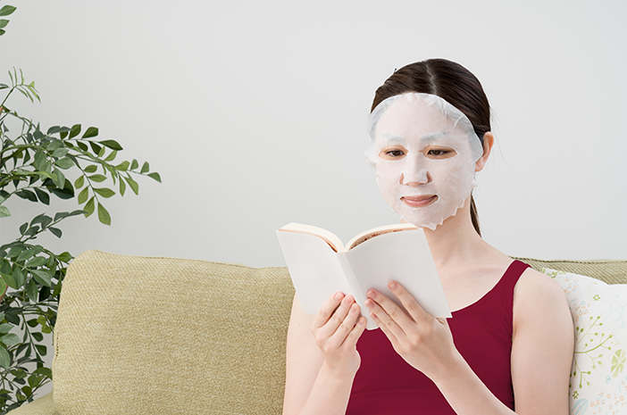 cari tahu manfaat mask sheet dan penggunaannya dengan benar