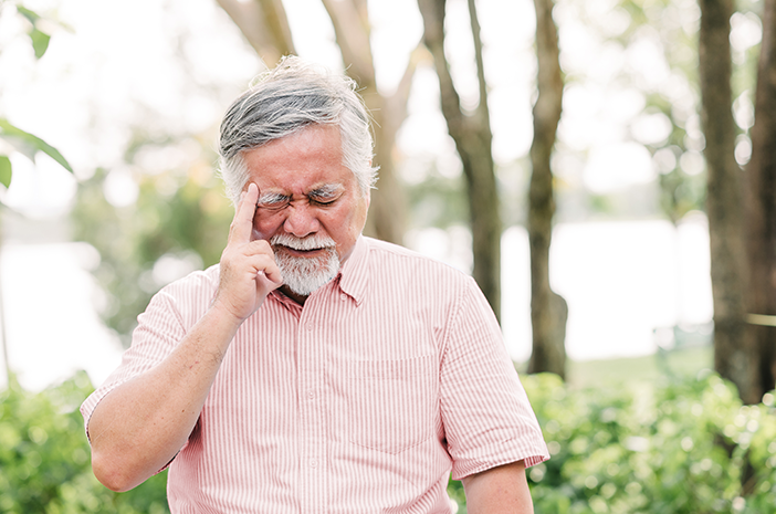 sering pelupa, coba cari tahu 7 gejala alzheimer