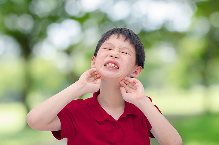 5 Cara Meredakan Biang Keringat pada Anak