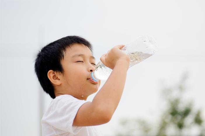 Anak-Anak yang Aktif Lebih Cepat Haus, Aman dari Diabetes Insipidus?