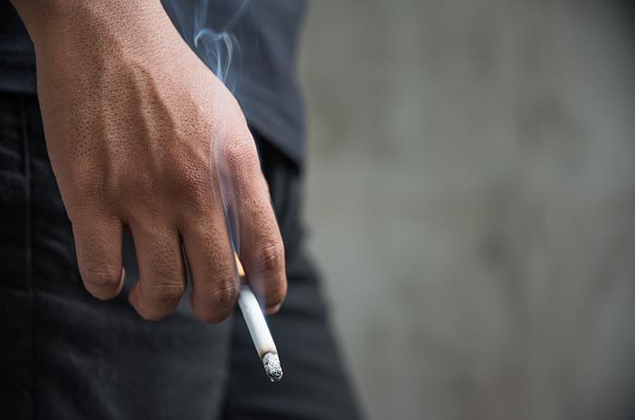 Menghirup Asap Rokok di Tempat Umum Tingkatkan Risiko Bronkitis