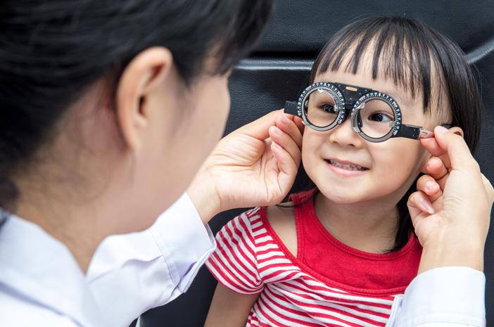 Periksa Mata Sejak Dini, Kapan Sebaiknya Mulai Dilakukan?