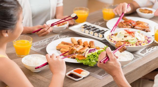 4 Kebiasaan yang Salah Saat Makan