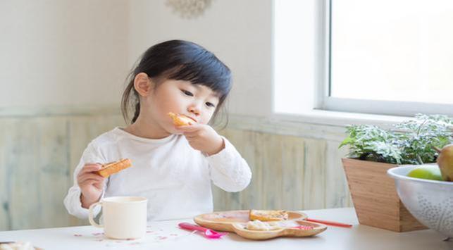 4 Nutrisi yang Wajib Dipenuhi Saat Si Kecil Puasa