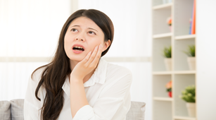 5 Cara Ampuh Mengobati Gusi Bengkak Secara Alami