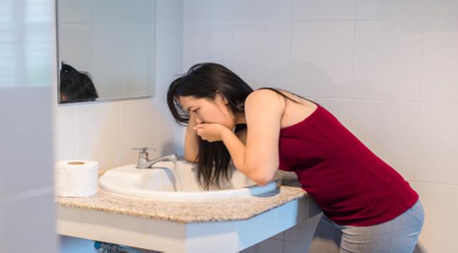 penyebab ibu hamil muntah darah