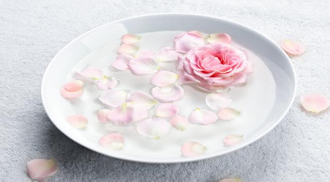 10 Manfaat Air Mawar Untuk Wajah