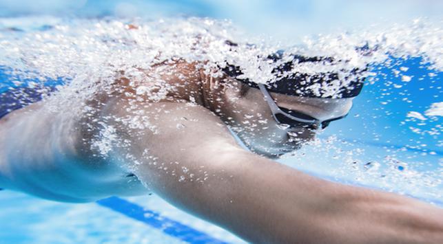mata merah setelah berenang, mengapa mata merah setelah berenang, penyebab mata merah setelah berenang, mencegah mata merah setelah berenang