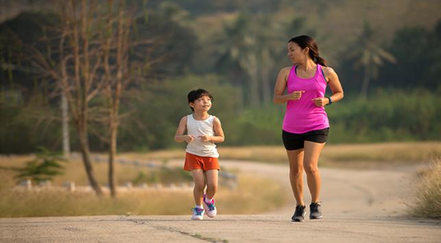 olahraga yang bisa dilakukan bersama anak, jenis olahraga bersama anak, mengenalkan olahraga kepada anak, manfaat olahraga bersama anak