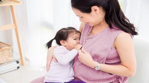 3 Tradisi Unik Ibu Menyusui di Dunia