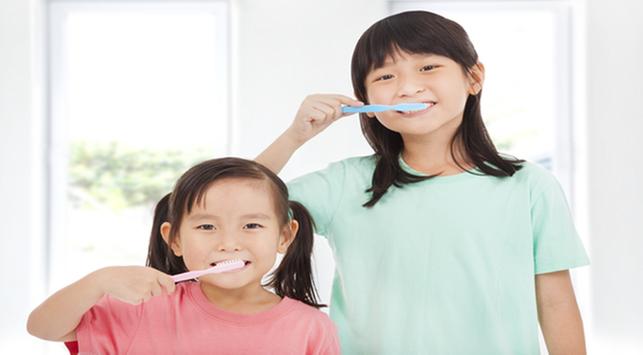 Cara mengajari anak menggosok gigi,menggosok gigi anak