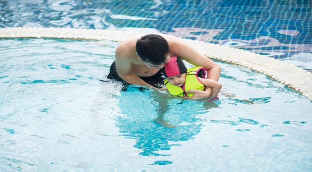 manfaat mengajari anak berenang,manfaat berenang pada anak,manfaat berenang