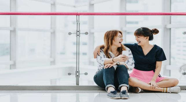 tertawa bikin awet muda, meningkatkan mood, manfaat tertawa,awet muda