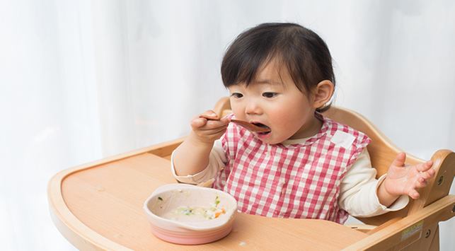 baby led weaning vs spoon feeding, baby led weaning, spoon feeding