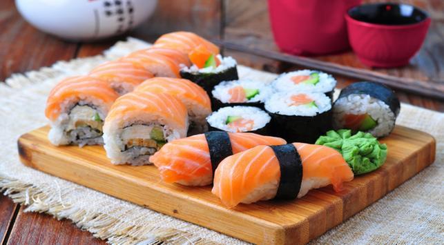 makan sushi,sushi,bahaya ikan mentah