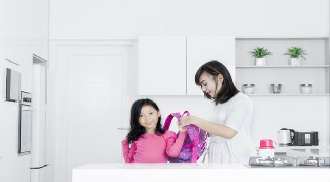 5 Cara Membuat Si Kecil Nyaman di Hari Pertama di Sekolah