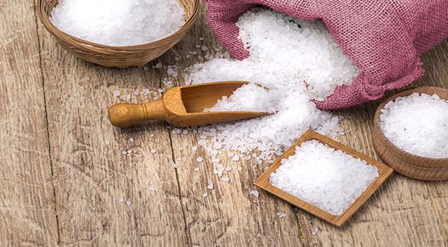 Ibu Hamil Suka Makan Asin, Bolehkah Konsumsi Banyak Garam?