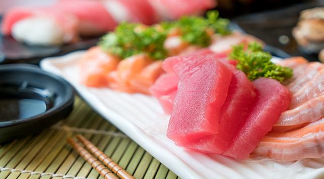 makan ikan mentah, dampak makan ikan mentah, risiko makan sushi