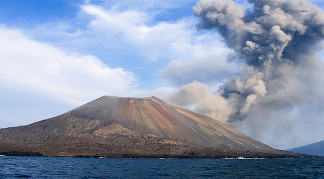 anak gunung krakatau meletus, bahaya abu vulkanik,gunung krakatau
