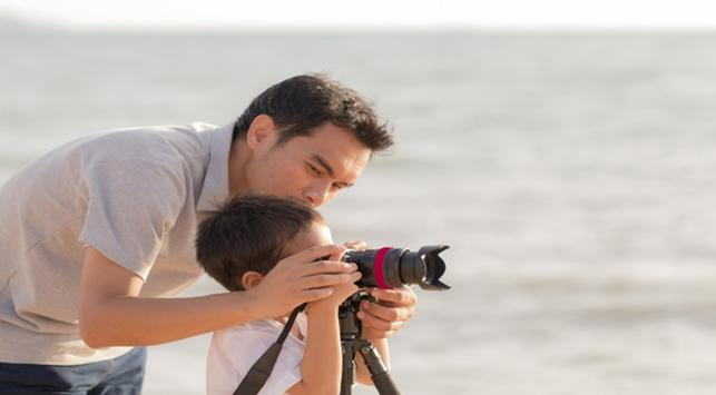 Fotografi anak , orang tua mengajarkan anak