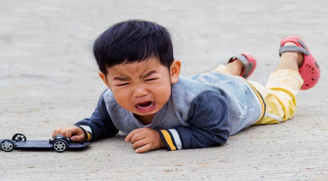 tantrum anak, menghadapi anak tantrum, anak tantrum