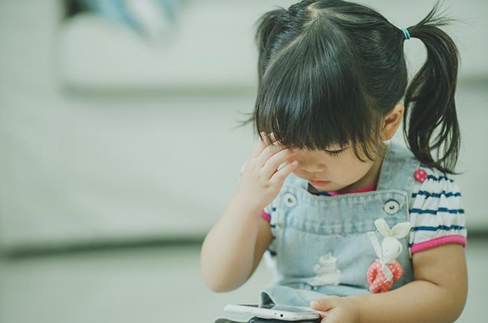 Balita Sering Sentuh Kepala, Orangtua Waspada Otitis Media