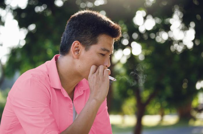 Batuk Darah pada Orang Dewasa Bisa Jadi Diakibatkan Rokok?