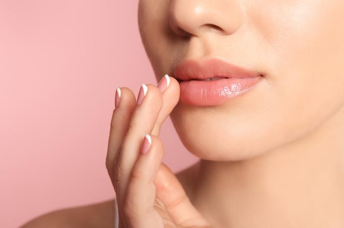 Ini 6 Cara Melembapkan Bibir yang Bisa Dicoba