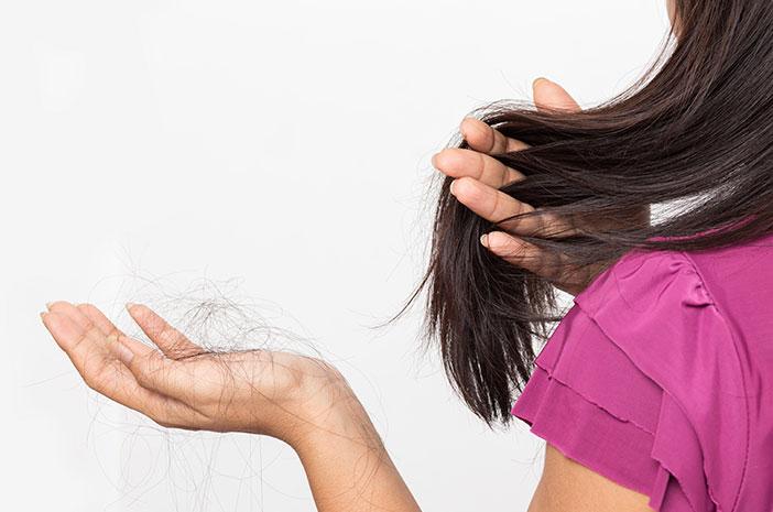 jangan abaikan, ini 5 penyebab rambut rontok di usia 20an