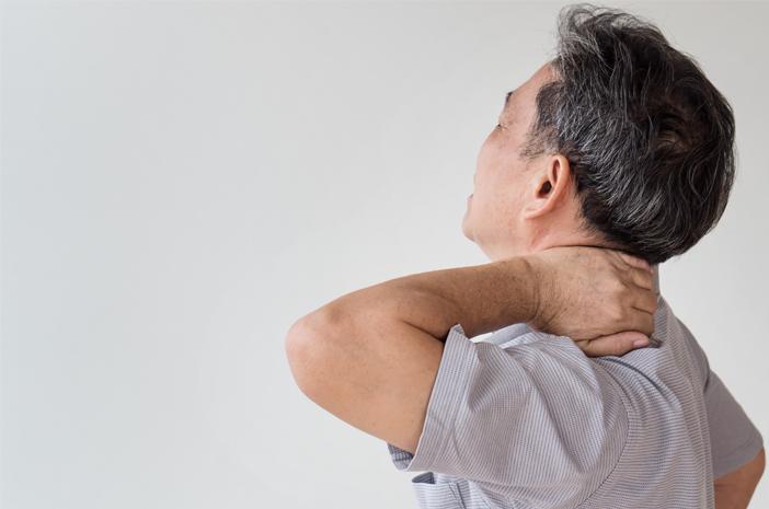 6 Cara Mengatasi Nyeri Leher Bagian Belakang